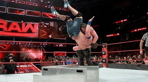 In the U.S., staged wrestling is called 'professional wrestling' while real wrestling is called 'amateur wrestling'.