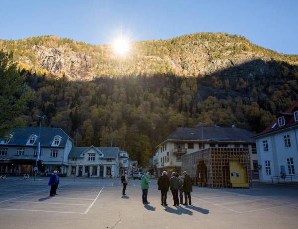 Viganella, Italy is cut off from direct sunlight for 83 days in the winter due to the surrounding mountains, so they set up a giant, computer-controlled mirror on top of the mountainside to reflect the sun's rays onto the town.