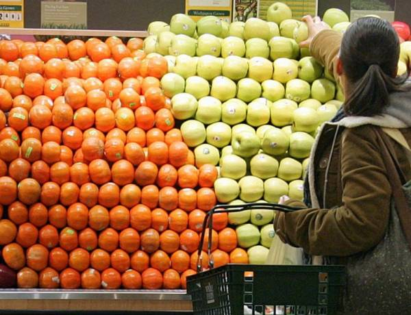 In the U.S., the apples sold at stores can be up to a year old.