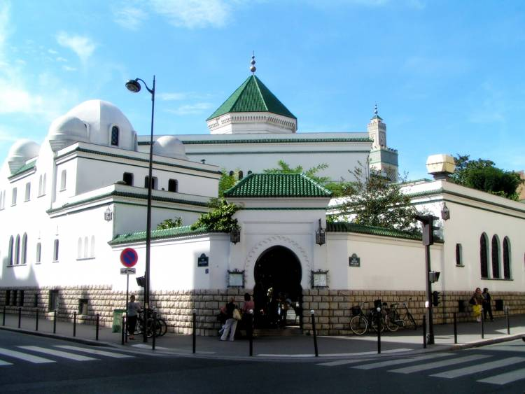 The Mosque of Paris helped Jews escape the Nazis by giving them Muslim IDs during WWII.