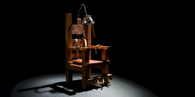 A dentist named Alfred Southwick invented the electric chair.